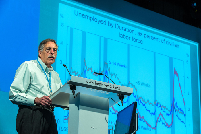 Peter Diamond during his lecture. Photo: C.Flemming/Lindau Nobel Laureate Meetings