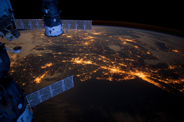 The Atlantic Coast by night photographed from the ISS. Credit: NASA @ FLickR (CC BY-NC 2.0).