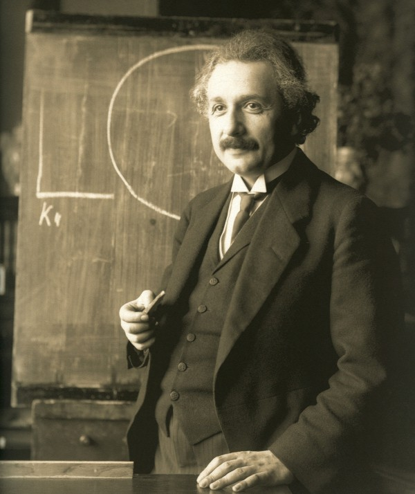 Albert Einstein in 1921 in Vienna, at the hight of his career. He received the Nobel Prize from 1921 one year later. Ohoto: Ferdindand Schmutzer, public domain