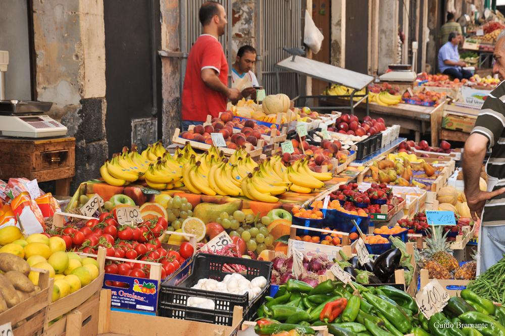Market scene in Catania, Italy. Photo: Guido Bramante (CC BY 2.0)