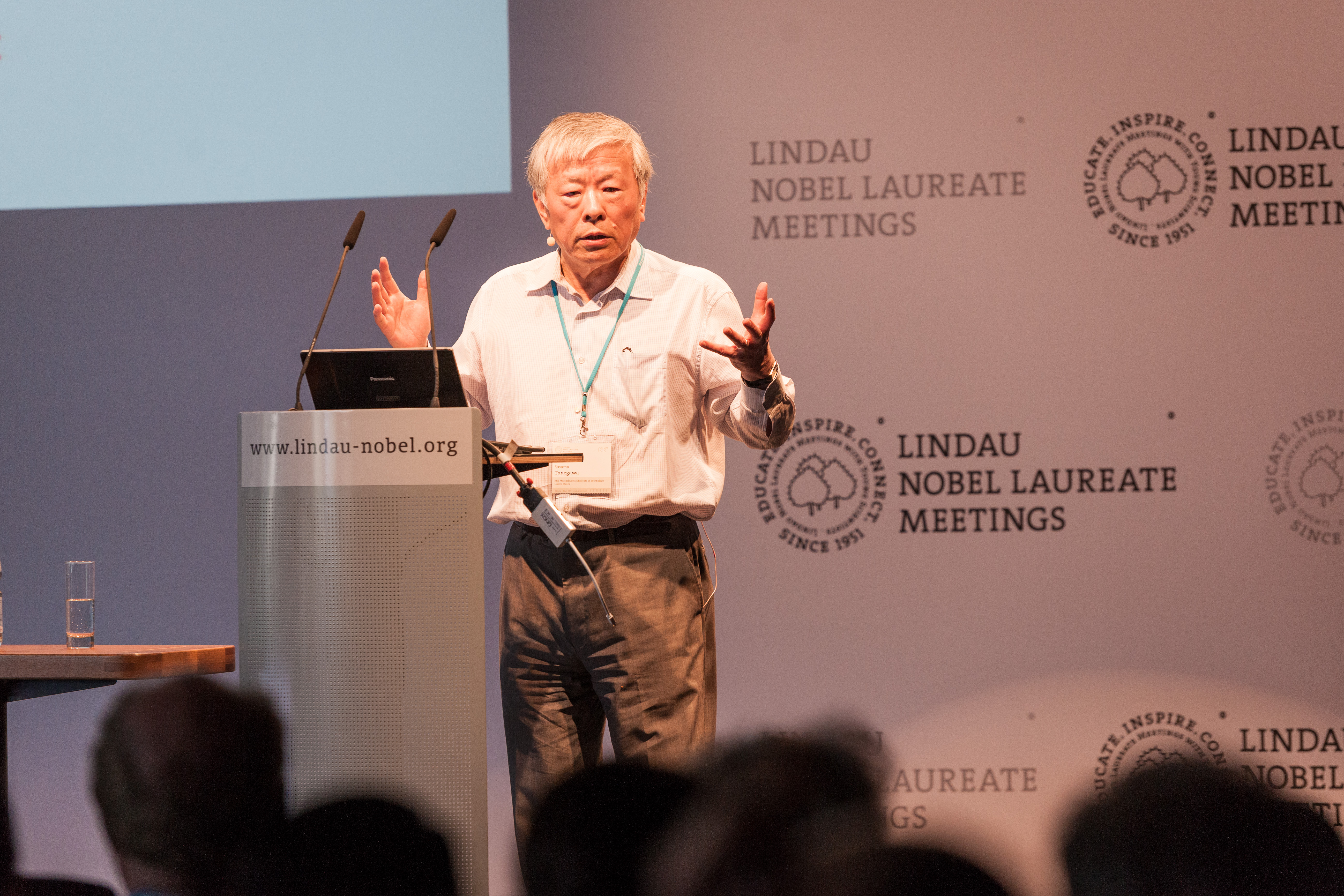 Susumu Tonegawa hält seine Lecture bei der 65. Lindauer Nobelpreisträgertagung 2015, Foto: LNLM