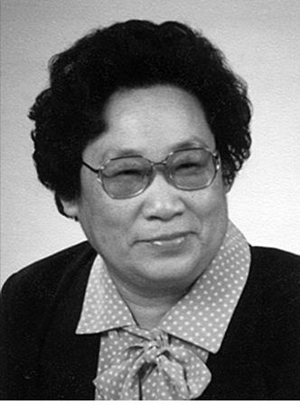 Photo of Youyou Tu from the official Nobel Prize press release. Tu is her family name, Youyou her given name. In China, as in other Asian countries, the family name comes first. In Western countries, she is sometimes calles 'Youyou Tu', sometimes 'Tu Youyou', both is correct. Photo: Nobelprize.org