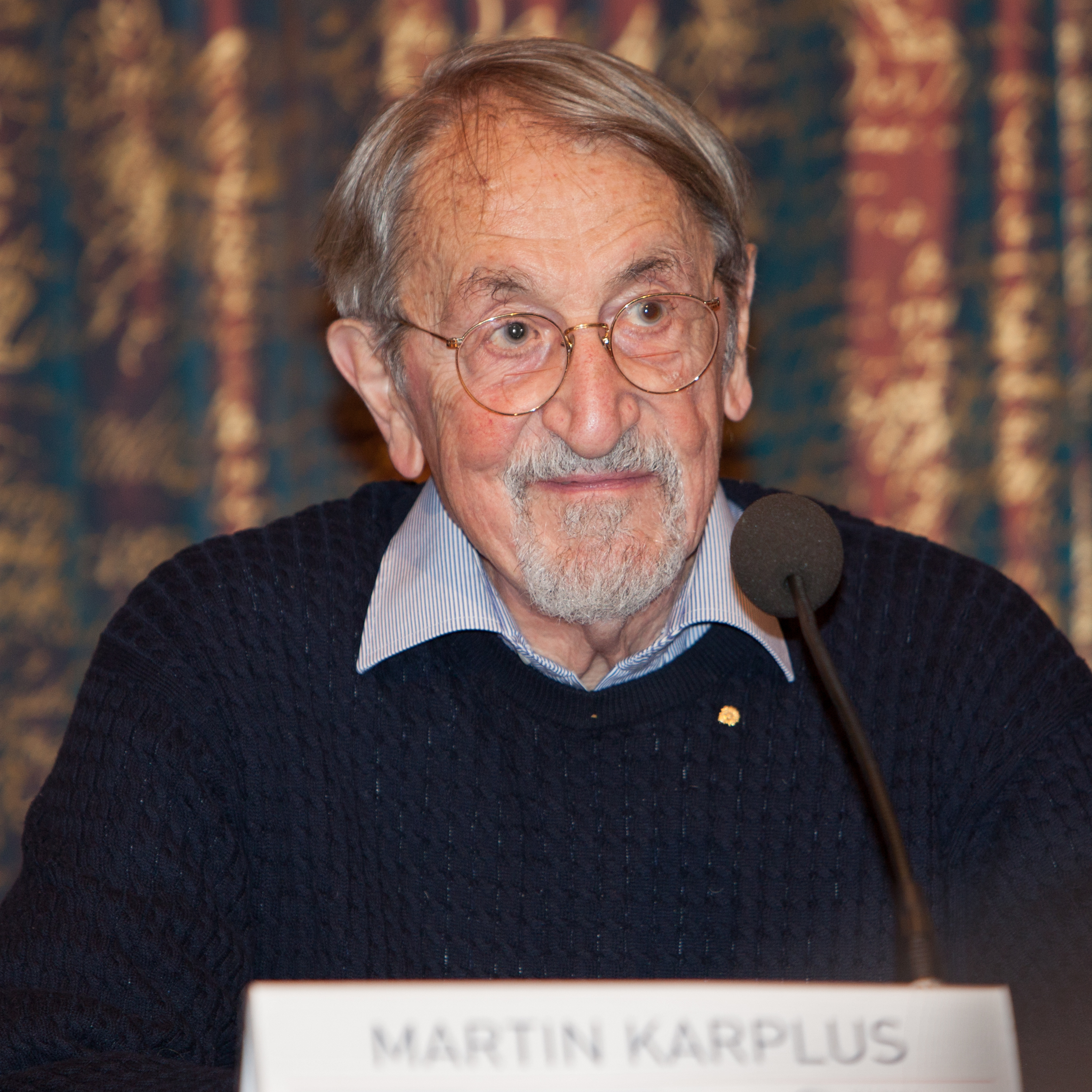 Martin Karplus bei der Pressekonferenz zur Verleihung des Nobelpreises 2013, Foto: Bengt Nyman, CC BY 2.0