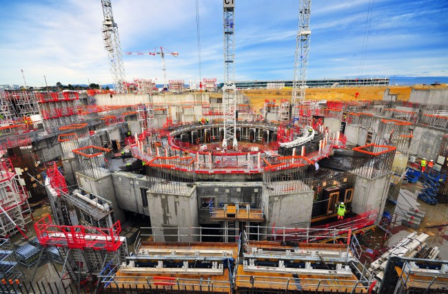 The Tokamak Pit at the ITER site in December 2015: The walls of the Tokamak Building are rising and 70 percent of columns are in place. 'Iter' means 'the way' in latin - and it took the ITER project a long time to cover the distance. Photo: ITER Organization