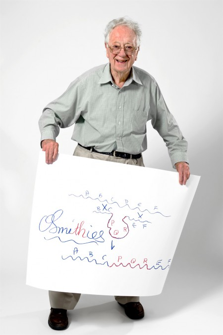 "Oliver Smithies with a sketch of his work that won him the Nobel Prize in 2007. Here Smithies illustrates the method of gene targeting. When he started sketching, he asked the photographer, ""is this red?"", for Smithies is colour blind. But he was able to earn a pilot licence and still enjoys flying his glider. Photo: Volker Steger, Sketches of Science"