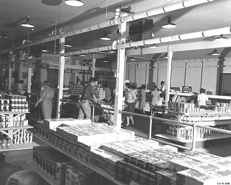 A grocery store at Los Alamos, Photo: Los Alamos National Library (CC BY-NC-ND 2.0)