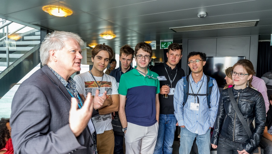Nobel Laureate Brian Schmidt (left) with young scientists of the Lindau Nobel Laureate Meeting 2016, on the boat to Mainau island where the final panel discussion took place. As vice-chancellor of Australian National University, Schmidt is very committed to improve teaching in higher education. Photo: Christian Flemming/LNLM