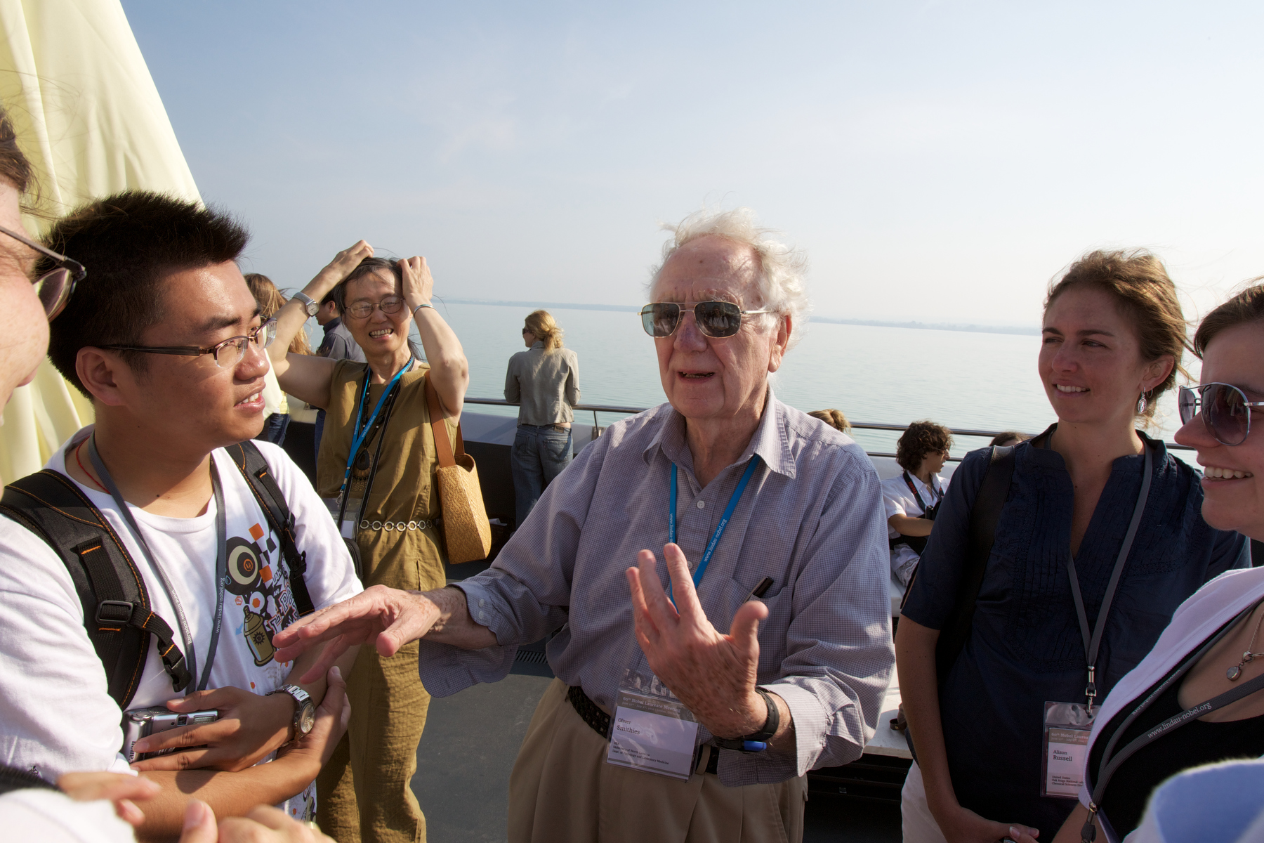 Sharing advice and inspiration with young scientists. Photo: Ch. Flemming/Lindau Nobel Laureate Meetings