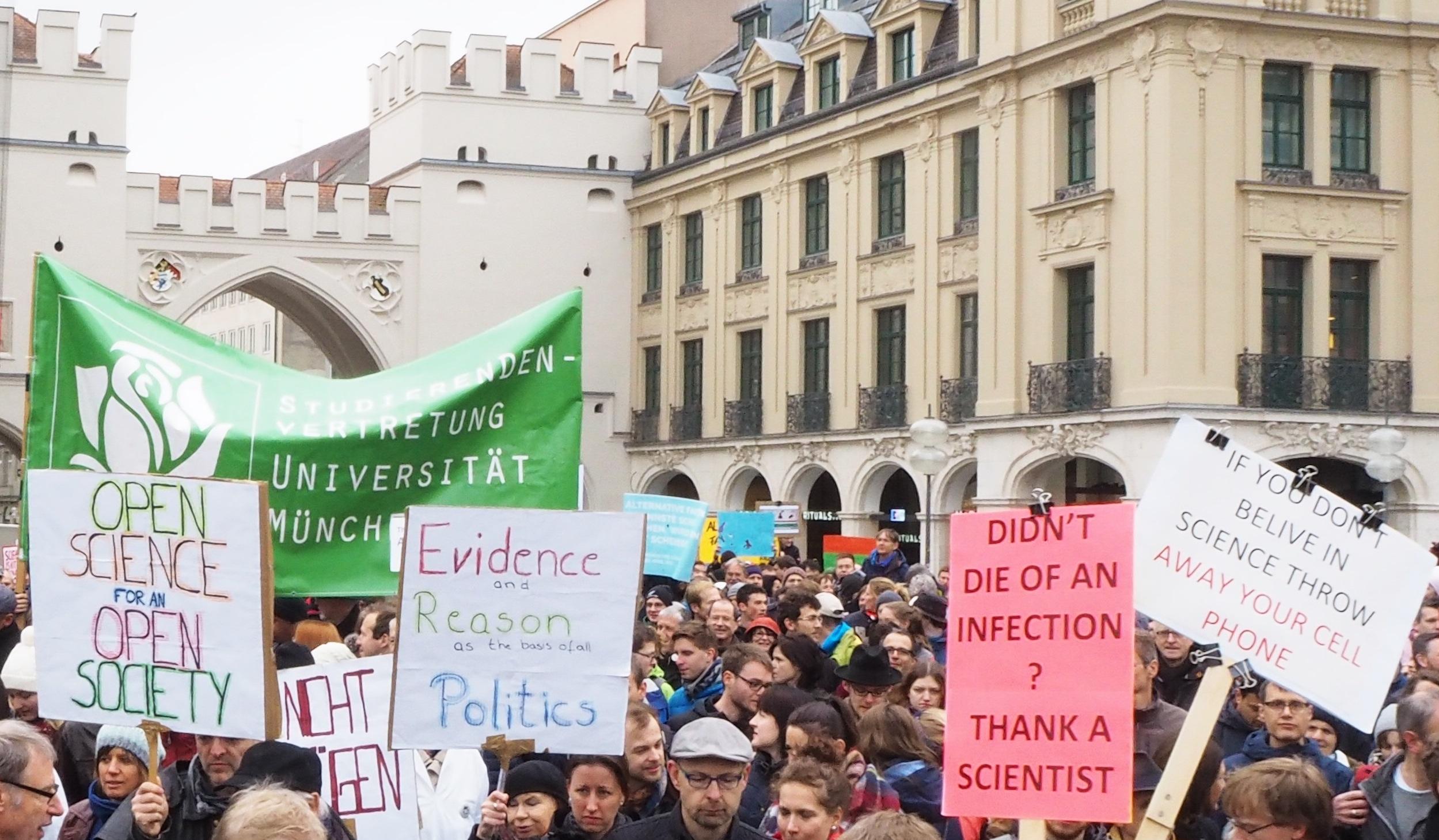 In mehr als 600 Städten weltweit, wie hier in München, gingen Tausende für die Wissenschaft auf die Straße. Credit: Lindau Nobel Laureate Meetings