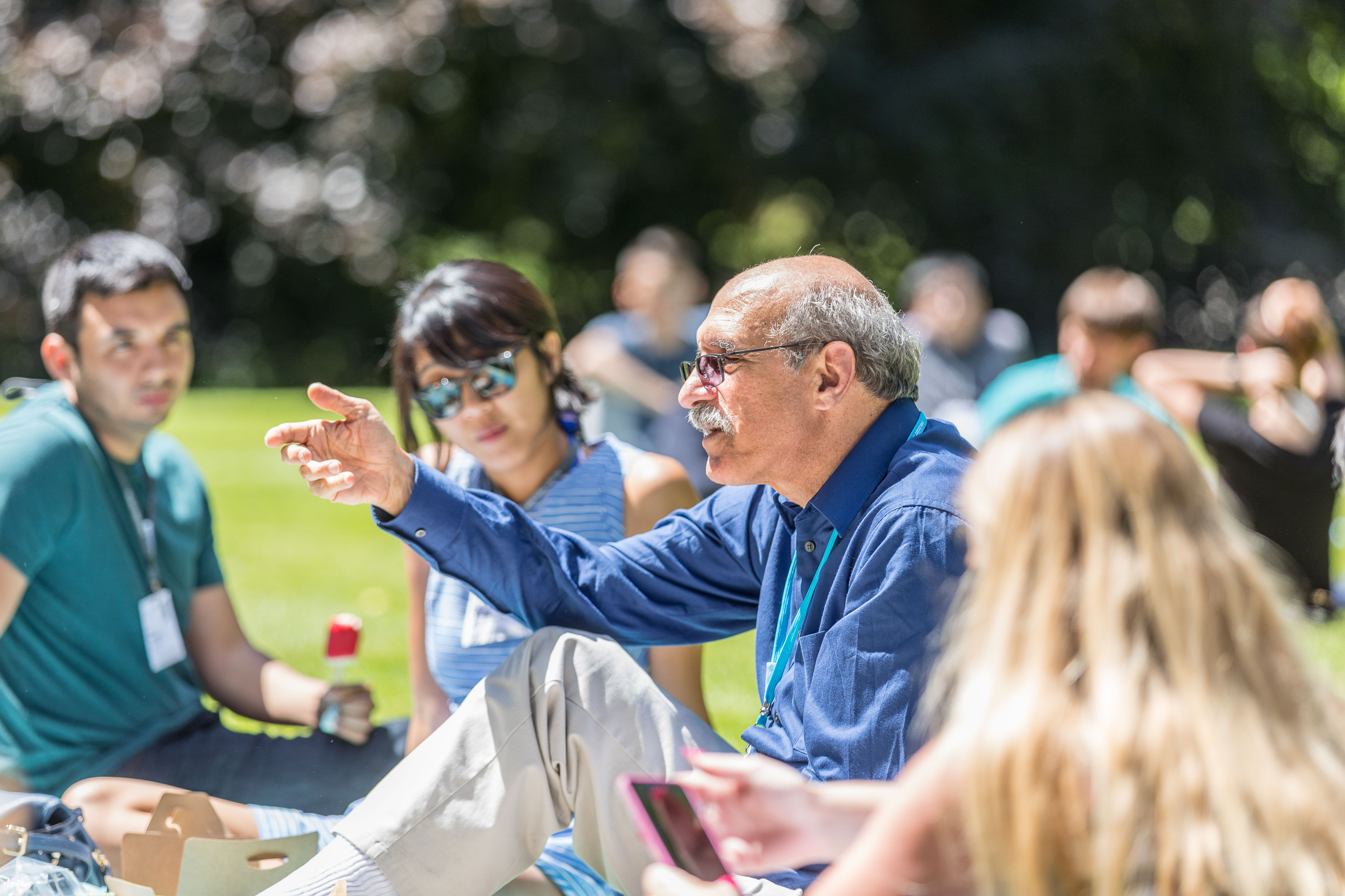 Martin Chalfie at the Science Picnic with young scientists during the 67th Lindau Nobel Laureate Meeting, Picture/Credit: Christian Flemming/Lindau Nobel Laureate Meetings