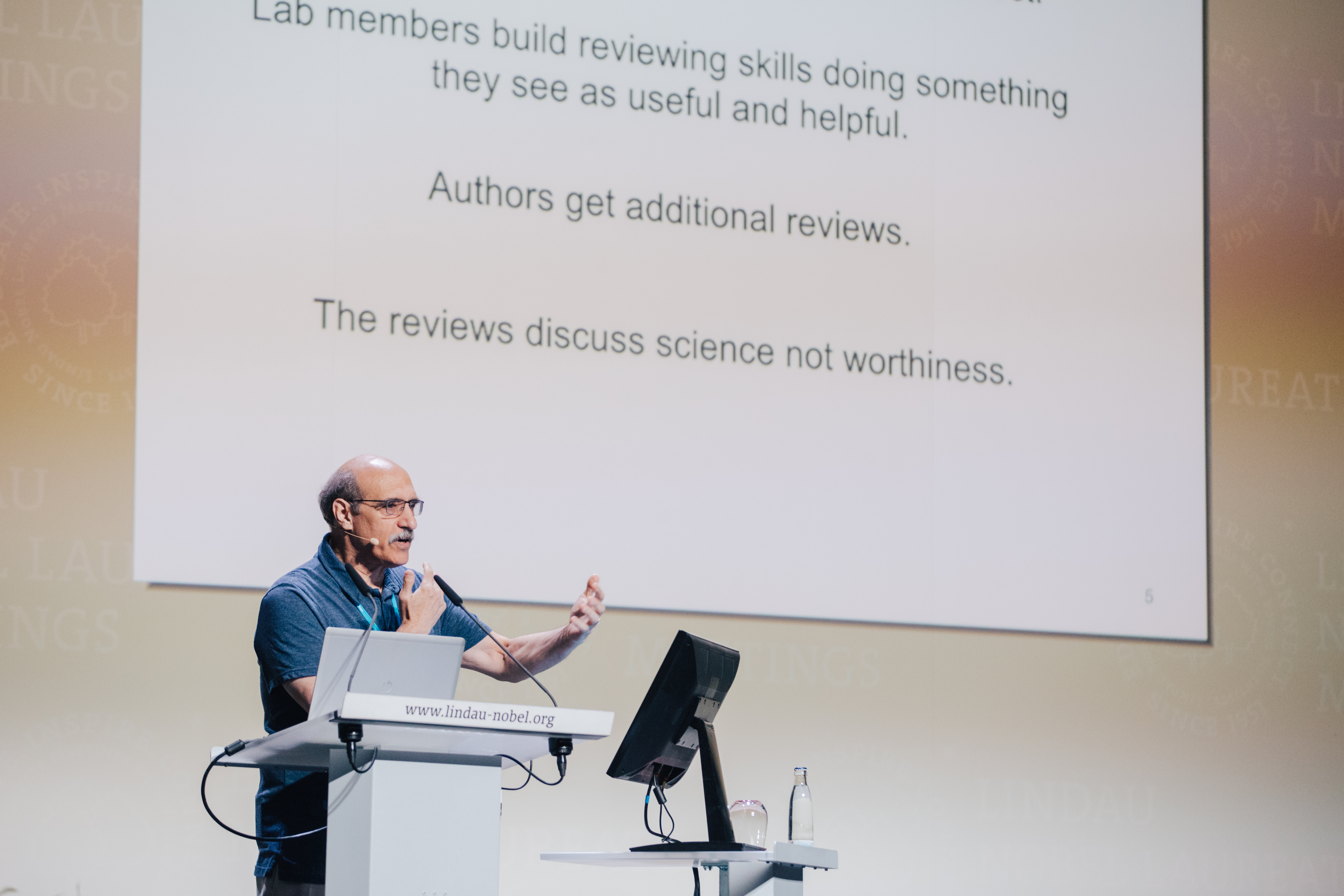 Martin Chalfie during his lecture at the 67th Lindau Meeting. Photo/Credit: Julia Nimke/Lindau Nobel Laureate Meetings