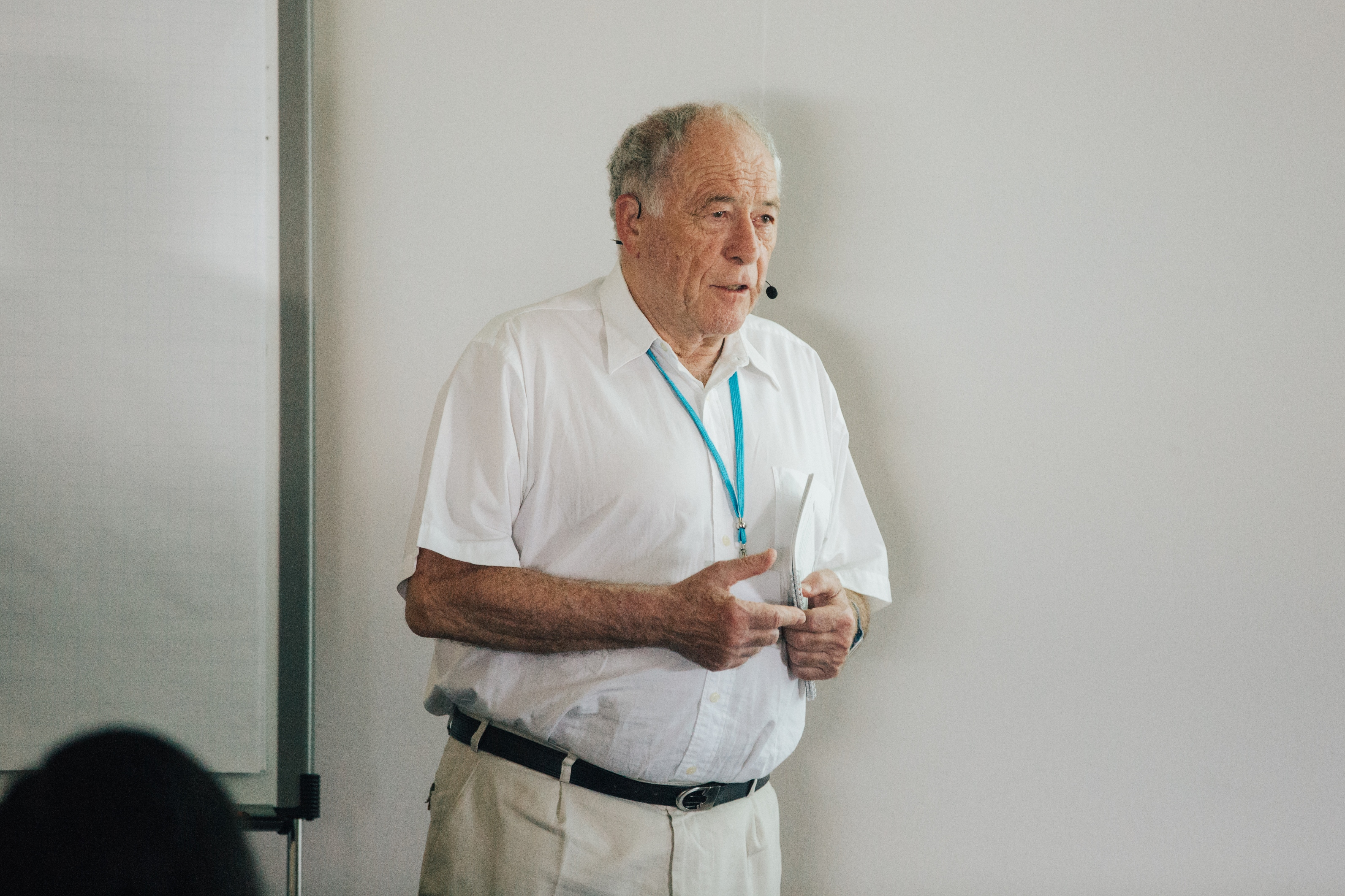 Nobelpreisträger Kurt Wüthrich während der Master Class, bei der Thibault Viennet: seine Arbeit präsentierte. Credit: Julia Nimke/Lindau Nobel Laureate Meetings