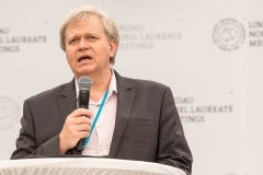 Brian Schmidt announces the Mainau Declaration 2015