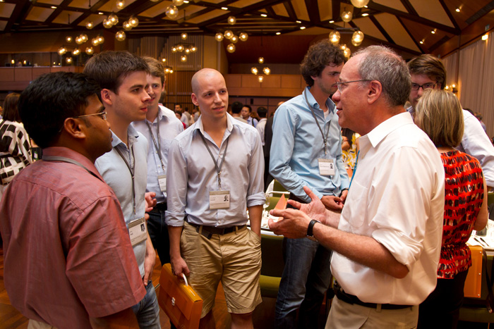Economics Laureate Roger Myerson in a discussion with students. Photo: C. Flemming / Lindau Nobel Laureate Meetings