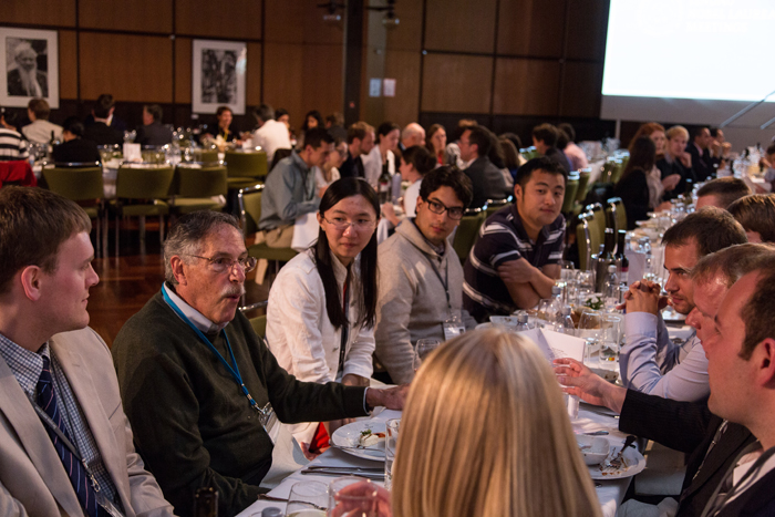 Peter Diamond debating with young scientists. Photo: C.Flemming/Lindau Nobel Laureate Meetings