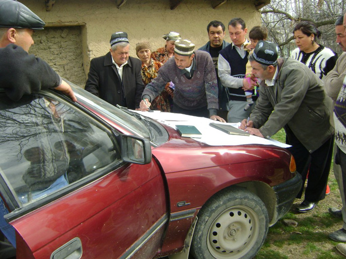 A microfinance Project in Tajikistan. Credit: United Nations Development Programme @ FlickR (licensed under Creative Commons).