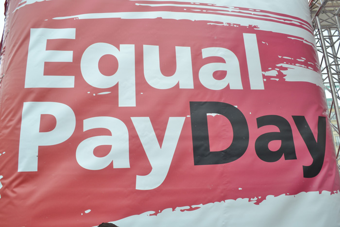 A banner made by German unions protesting for minimum wage and equal payment between genders. Credit: Uwe Hiksch @ FlickR (licensed under Creative Commons).