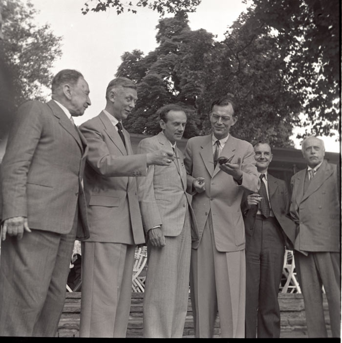 1953 at the 3rd Lindau Nobel Laureate Meeting: Hans von Euler-Chelpin, Adolf Butenant, Paul Dirac, Graf Lennart Bernadotte, Cecil Powell und Max von Laue (left to right). Photo: Archive Stuhler.