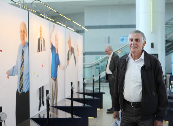 Dan Shechtman taking a stroll through the exhibition. Credit: KISTEP.