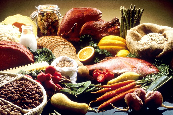 Nutritional advice for diabetics - and the general public alike: fresh vegetables and fruit, whole grain products, poultry and fish, very little refined sugar or saturated fat. Photo: National Cancer Institute