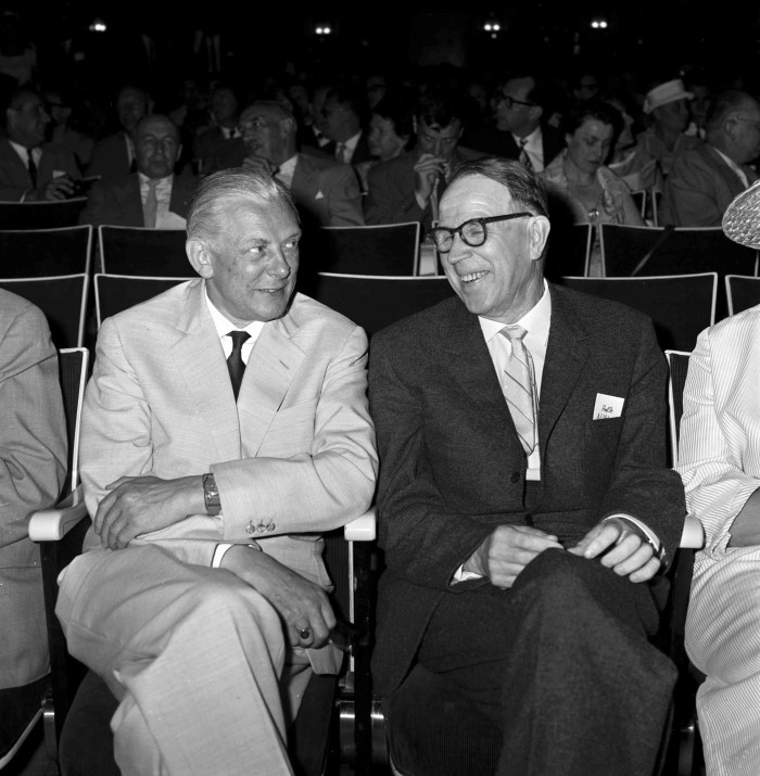 Artturi Virtanen with German biochemist Adolf Butenandt at the 1961 Lindau Nobel Laureate Meeting. Photo: LNLM