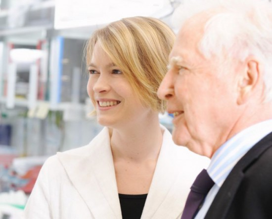 Dr. Angelika Riemer with Prof. Harald zur Hausen, Nobel laureate of 2008, in one of the DKFZ labs (German Cancer Research Center). Photo: DKFZ