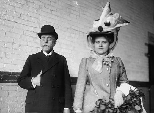 Robert Koch and his second wife Hedwig in 1908. Photo: Library of Congress, bought from George Grantham Bain Collection , public domain