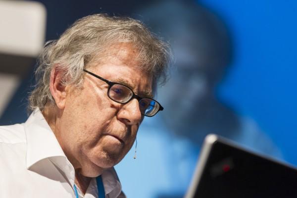 """Chemie-Nobelpreisträger Paul Crutzen während seines Lindau-Vortrags 2012 über die Atmosphären-Chemie und das Klima im Zeitalter des """"Anthropozän"""". Foto: Ch. Flemming, LNLM"""