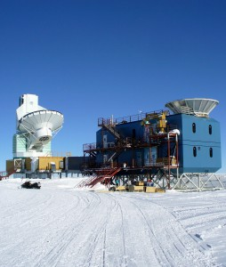 Two telescopes at the Amundsen-Scott South Pole Station: the BICEP2 telescope (right) and the Sputh Pole Telescope. Photo: Amble, CCL 3.0