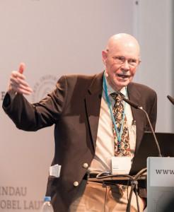 Nobelpreisträger Robert W. Wilson während seines Vortrags über die Hintergrundstrahlung auf dem 65. Lindauer Nobelpreisträgertreffens. Foto: Adrian Schröder/LNLM