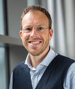 Prof. Olaf Witt arbeitet als Kinderonkologe am Universitätsklinikum Heidelberg und als Krebsforscher am DKFZ. Er ist Klinischer Leiter des INFORM-Projekts und stellte es anlässlich des Weltkrebstags 2016 in einem Presseworkshop vor. Foto: NCT