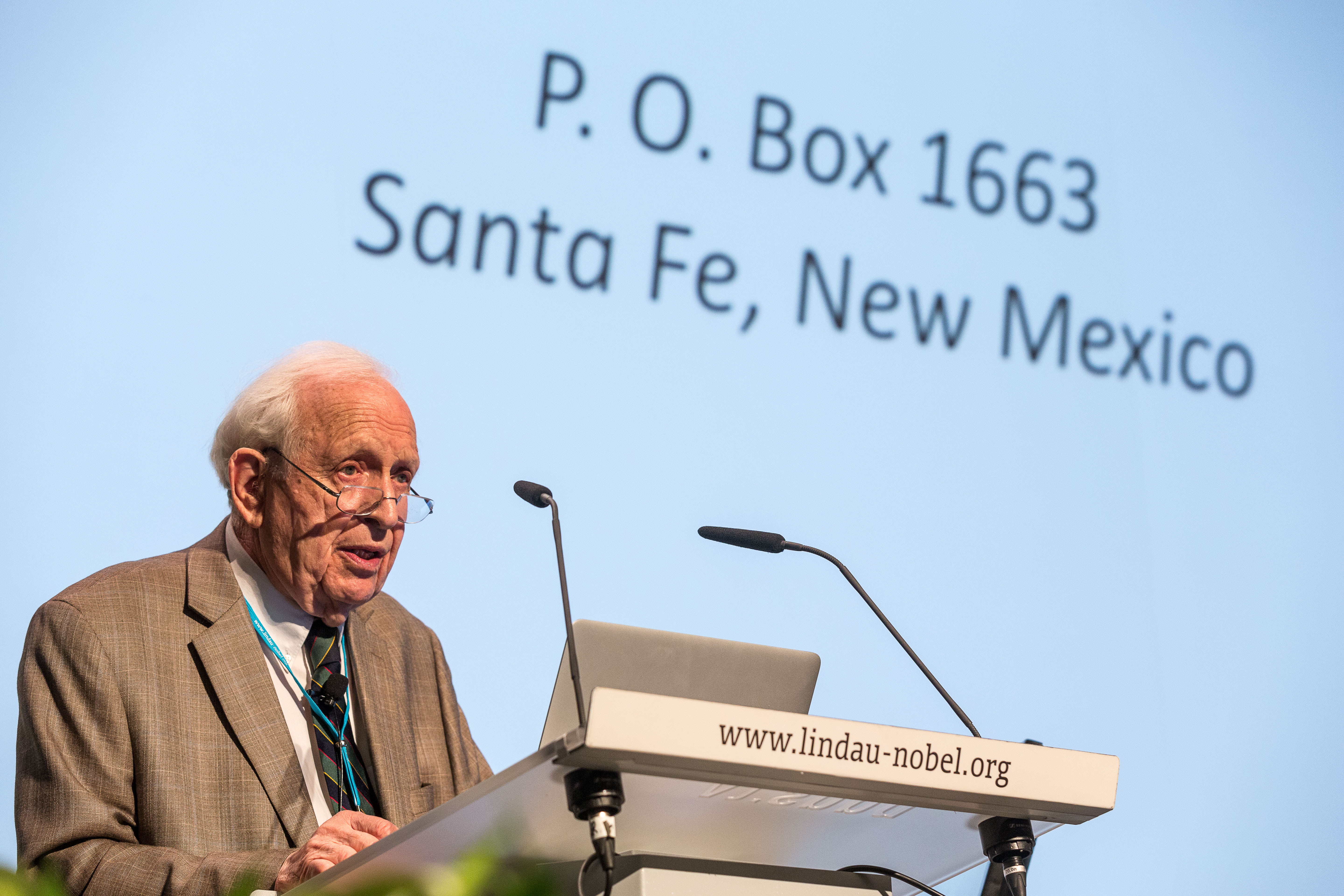 Glauber during his lecture at #LiNo16. Picture/Credit: Christian Flemming/Lindau Nobel Laureate Meeting