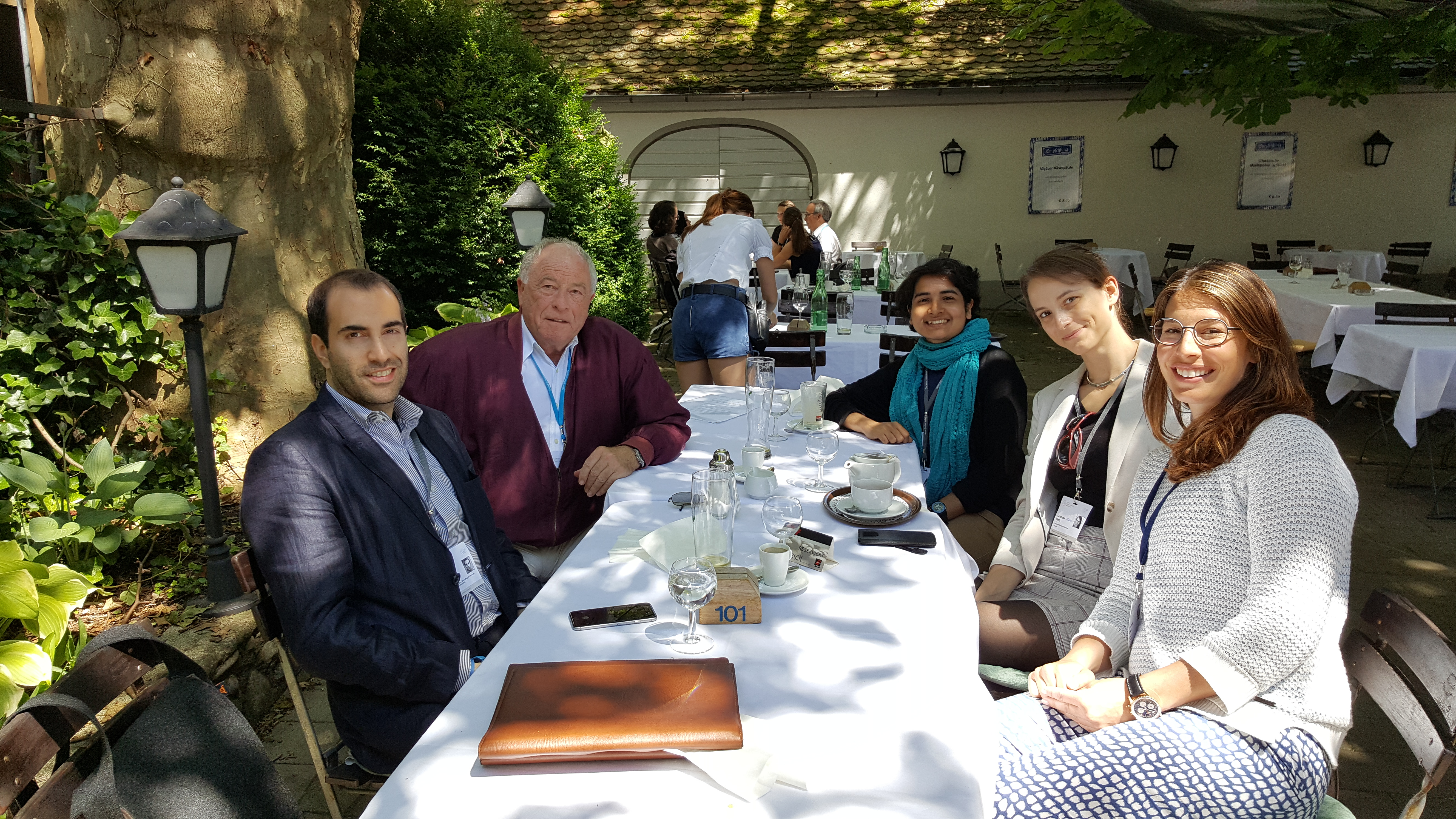 Katarzyna Tych (second from right) with other #LiNo16 participants and Nobel Laureate Kurt Wüthrich (second from left) in a German beer garden