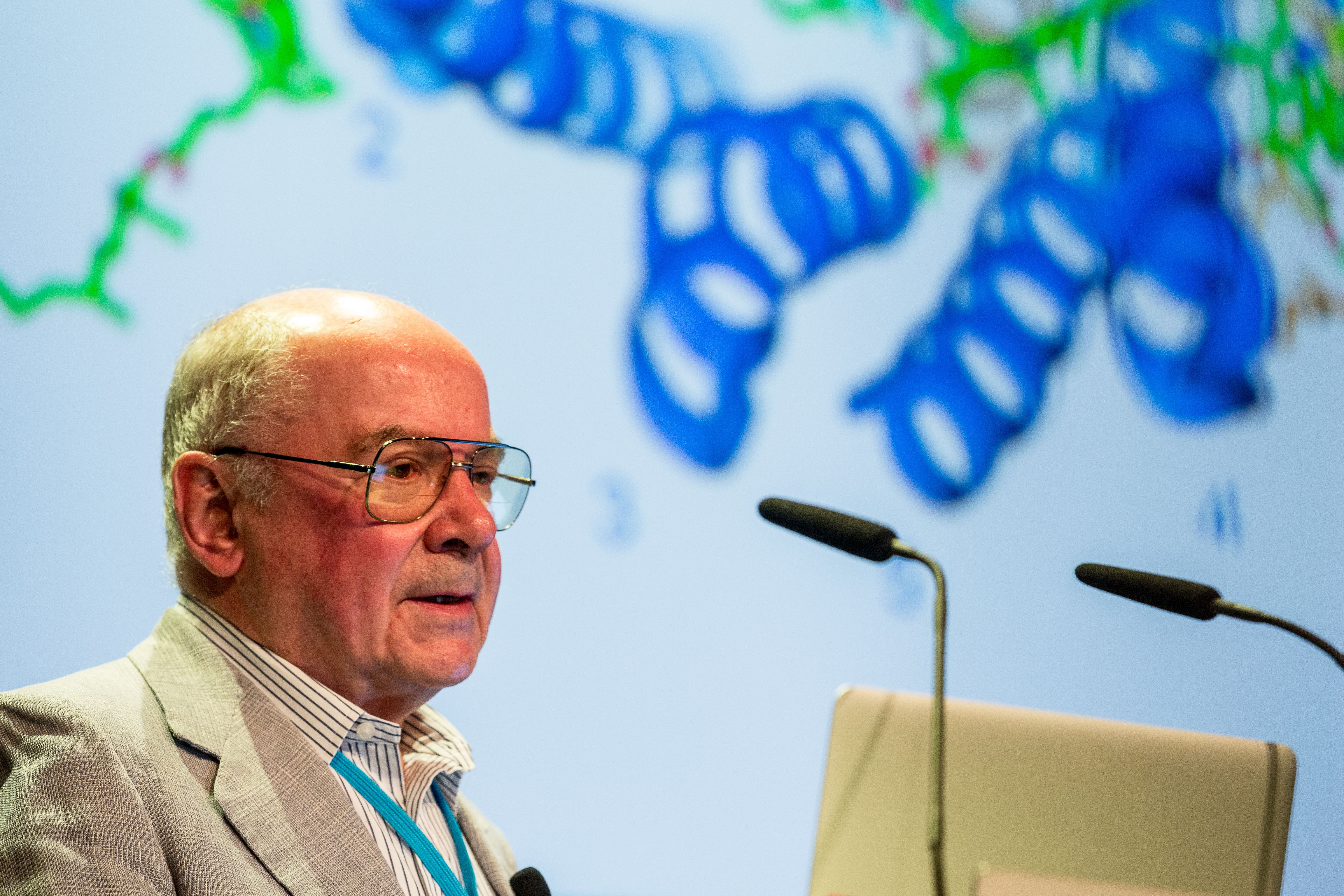Johann Deisenhofer during his 2016 Lindau Lecture. We are looking forward to his lecture at #LiNo17! Credit: Christian Flemming/LNLM