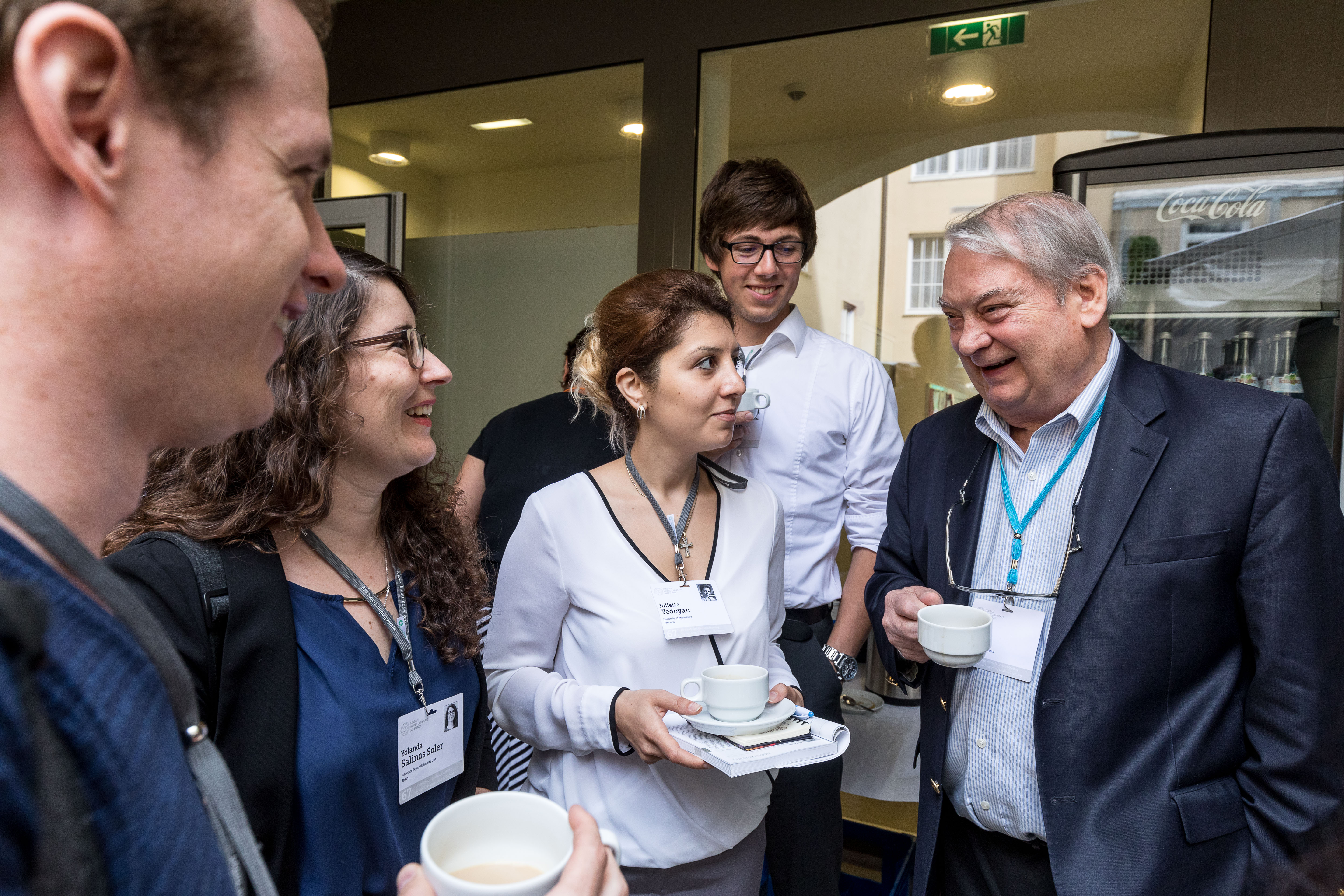 67th Lindau Nobel Laureate Meeting Chemistry, 25.06.2017 - 30.06.2017, Lindau, Germany, Picture/Credit: Christian Flemming/Lindau Nobel Laureate Meetings Ferid Murad in talk with young researchers