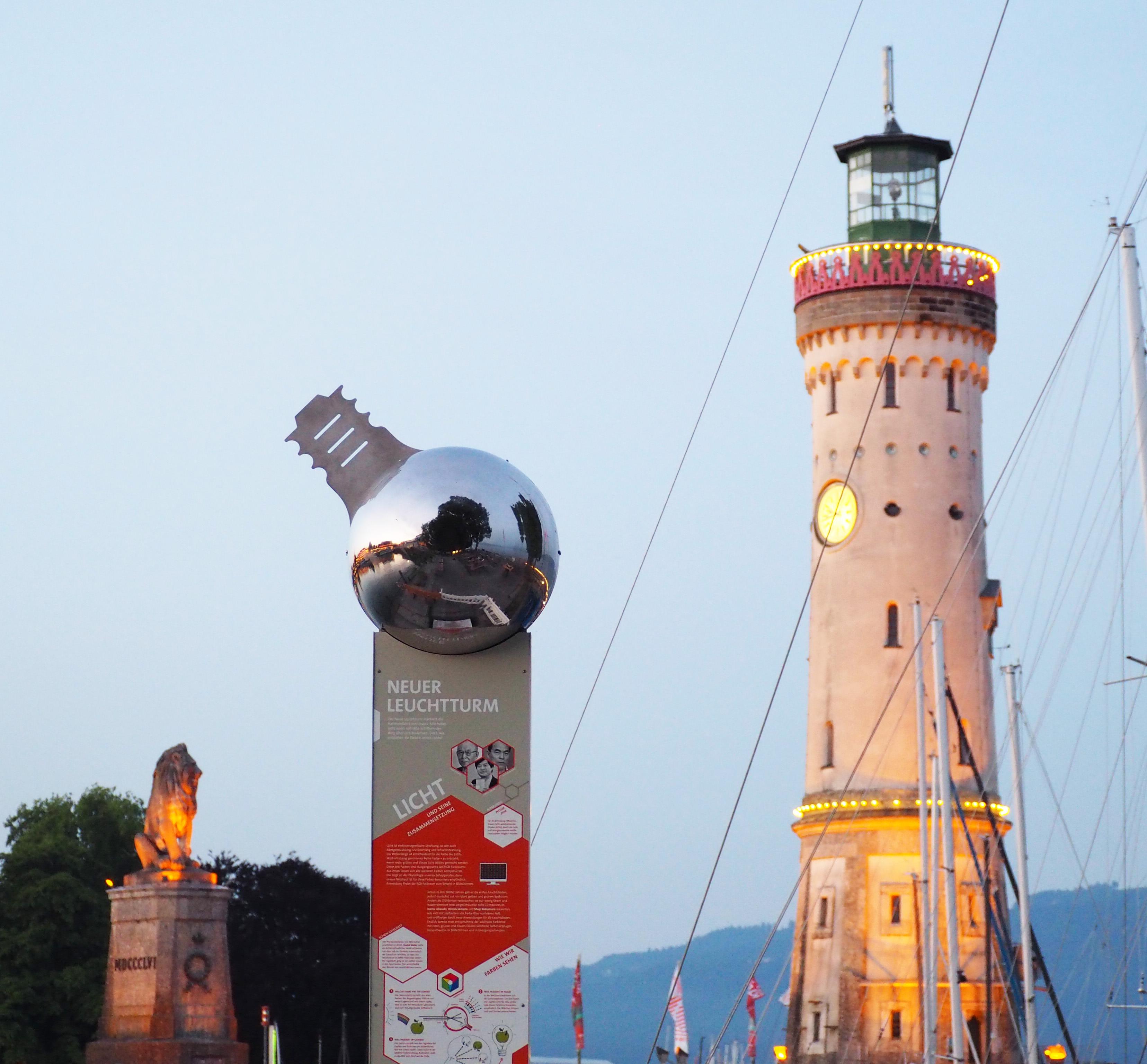 Die Leuchtturmstele am Lindauer Hafen. Picture/Credit: Lindau Nobel Laureate Meetings