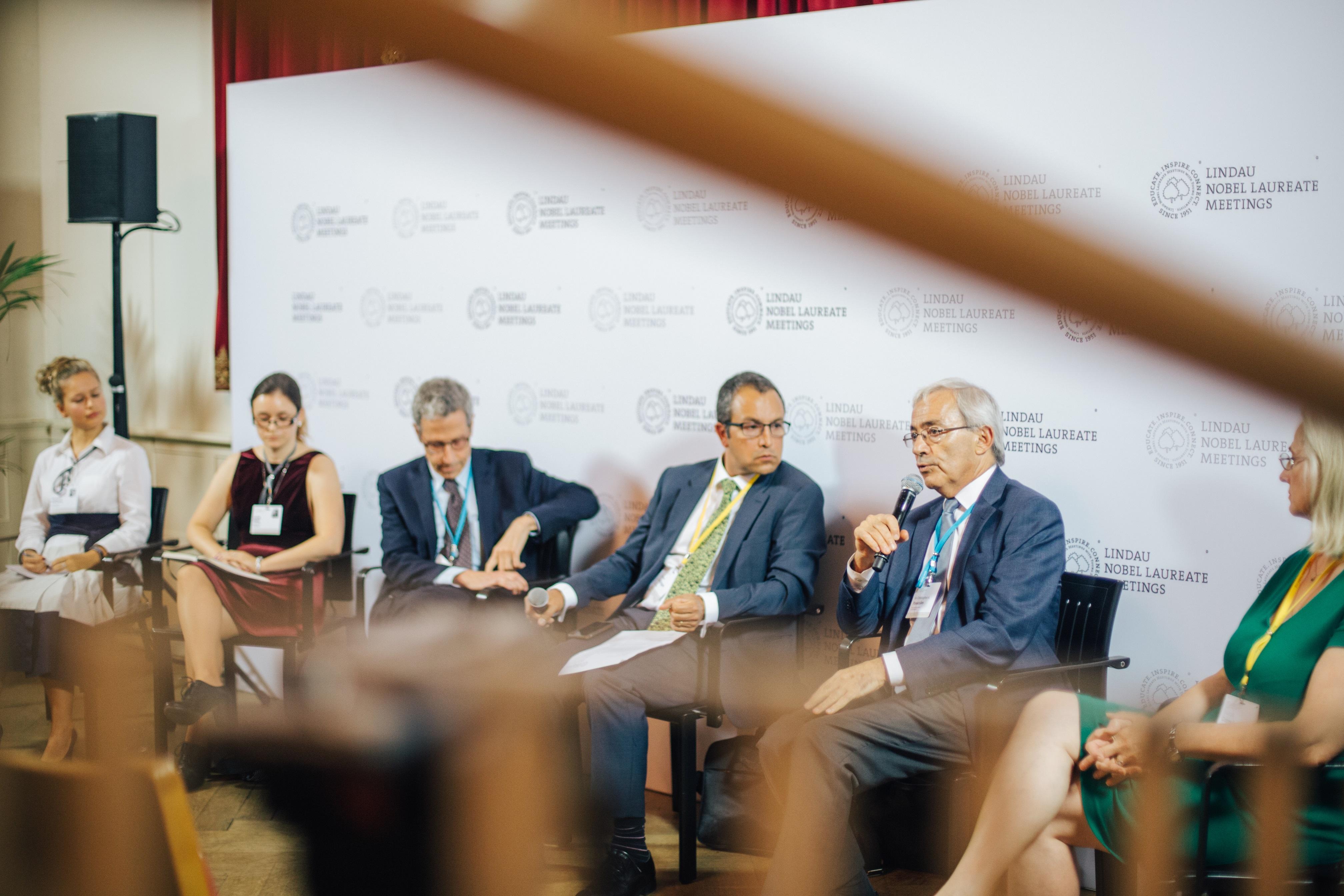 Press Talk at the 6th Lindau Meeting on Economic Sciences. Picture/Credit: Julia Nimke/Lindau Nobel Laureate Meetings