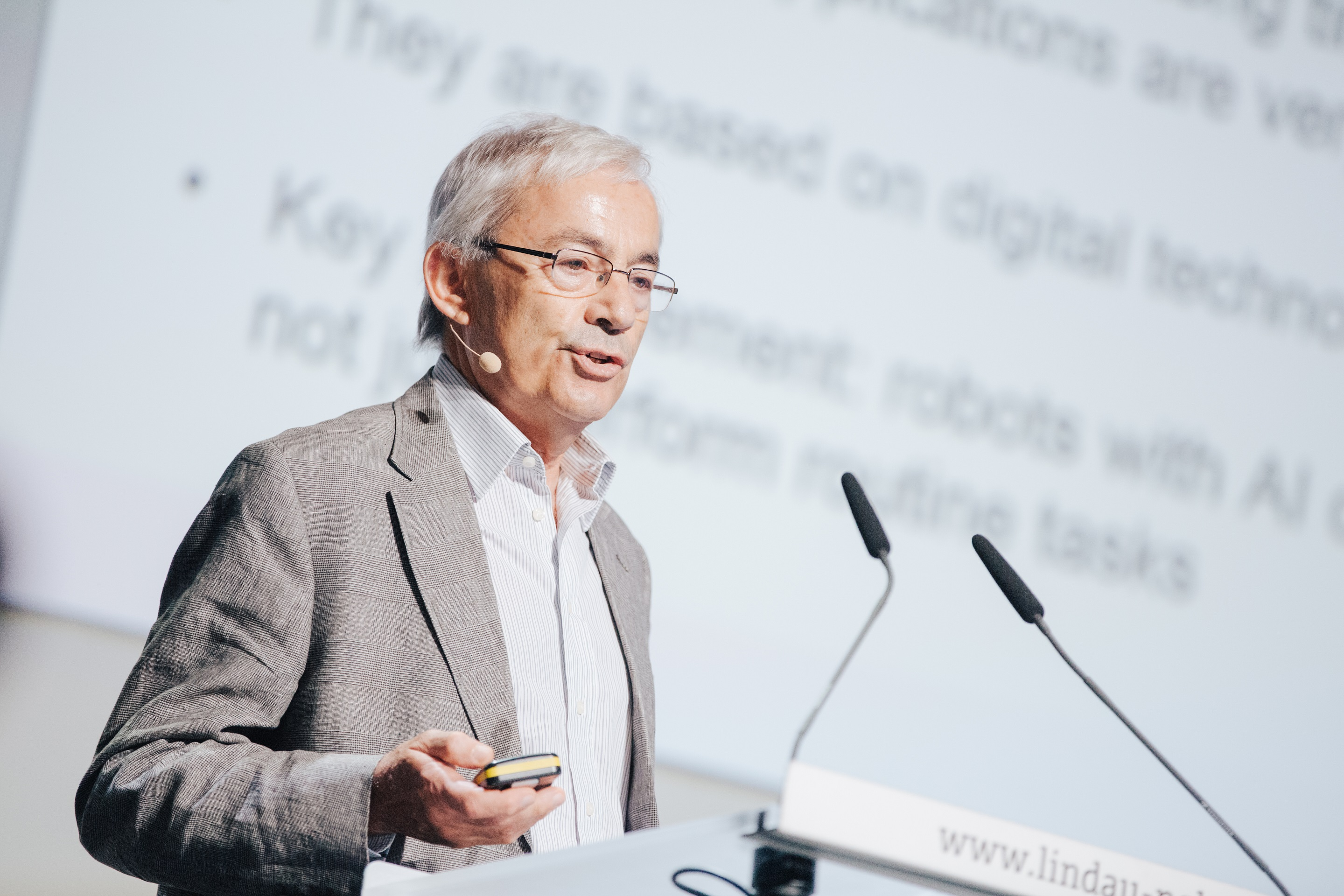 Christopher Pissarides during his lecture at the 6th Lindau Meeting on Economic Sciences, Picture/Credit: Julia Nimke/Lindau Nobel Laureate Meetings