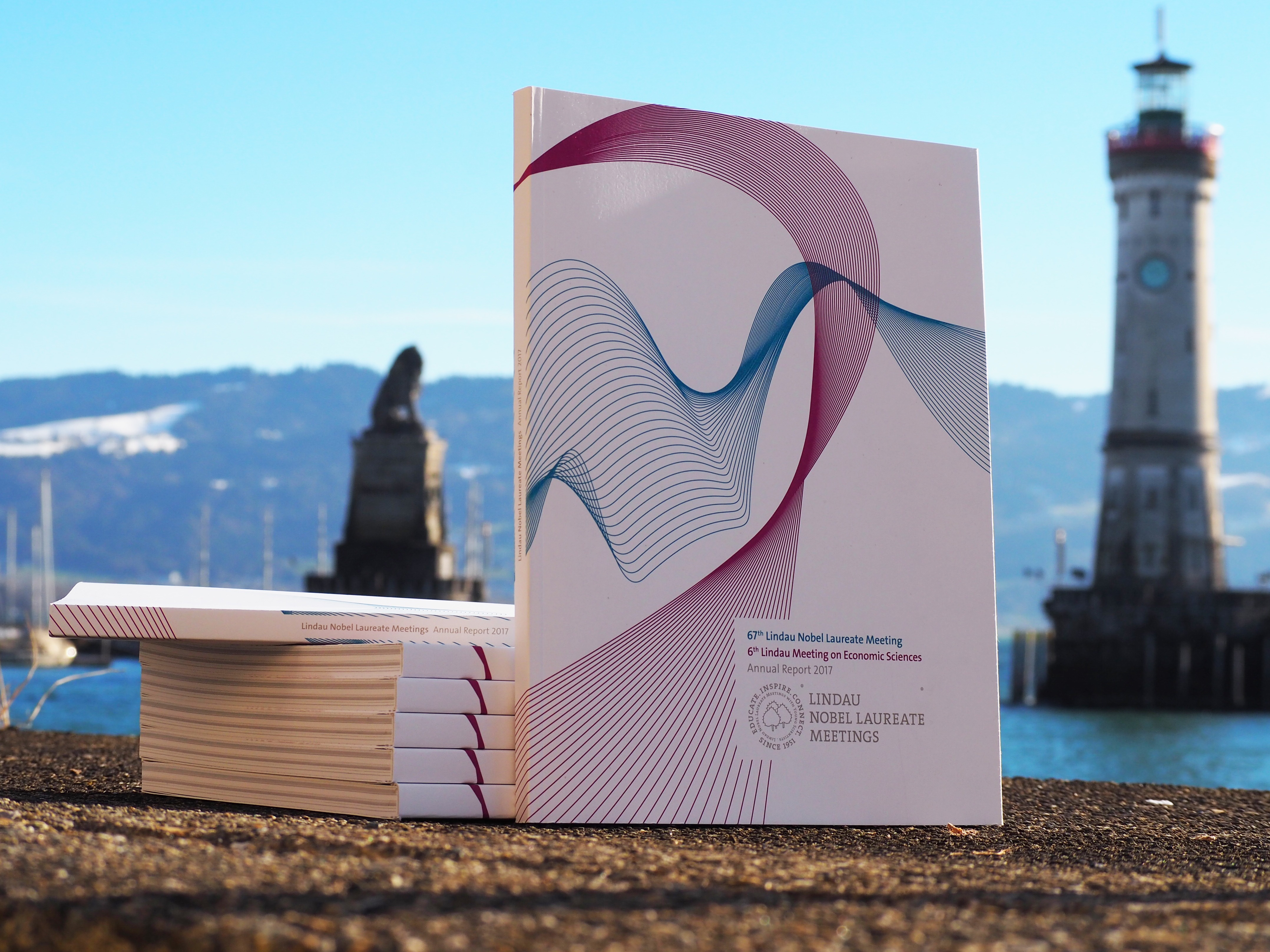 Hot off the press: The Annual Report 2017. Photo/Credit: Lisa Vincenz-Donnelly/Lindau Nobel Laureate Meetings