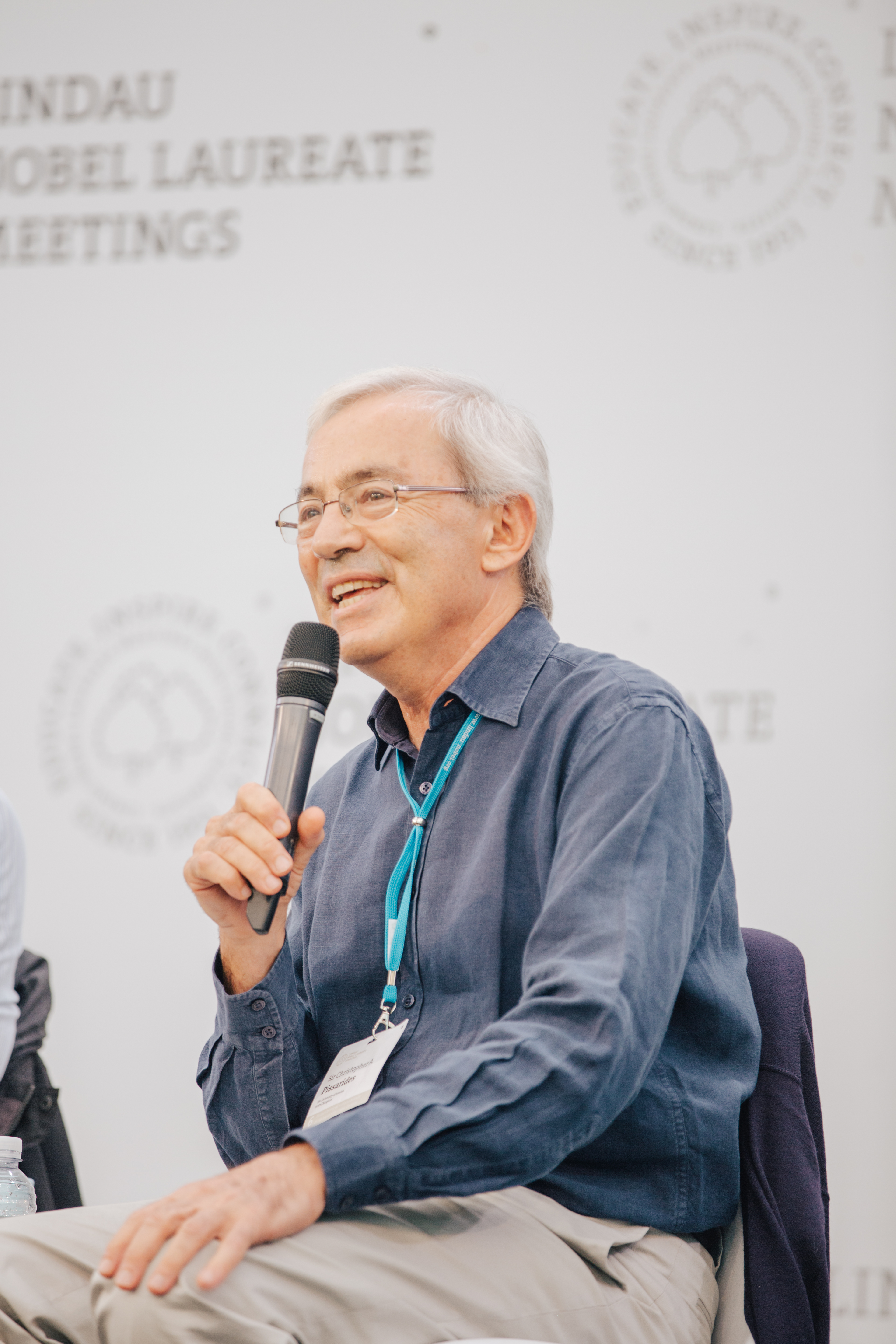 Sir Christopher Pissarides during a Press Talk at the 6th Lindau Meeting on Economic Sciences. Picture/Credit: Julia Nimke/Lindau Nobel Laureate Meetings